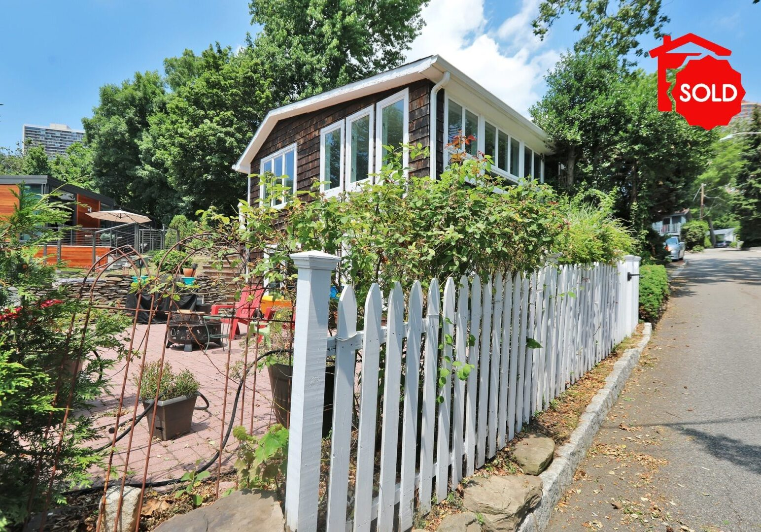 SOLD - 16 Colony Road Edgewater, NJ 07020 <br><br>$849,000