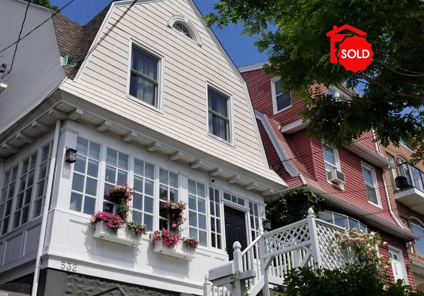 SOLD - 532 Undercliff Ave Edgewater, NJ 07020 <br><br>$899,000 - Beds: 4 - Baths: 1.5
